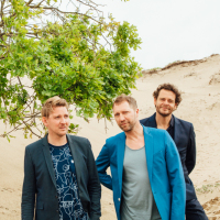 Kraak & Smaak: Kraak & Smaak - Keeping It Together Chart for April