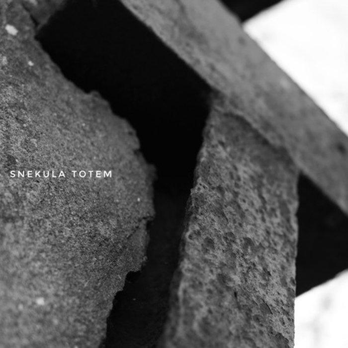 SNEKULA - Totem